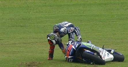 Lorenzo se cae en el Gran Premio